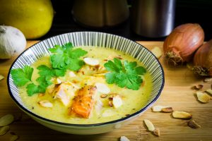 Pikante Hirsesuppe mit Lachs